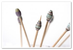 How to make paper beads by Charms Guide